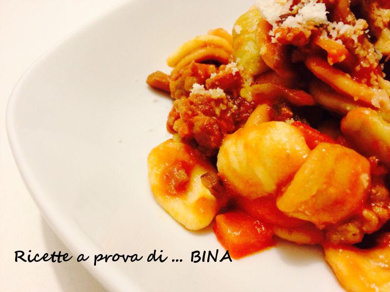 Orecchiette con salsiccia e funghi - ricetta primo piatto gustoso