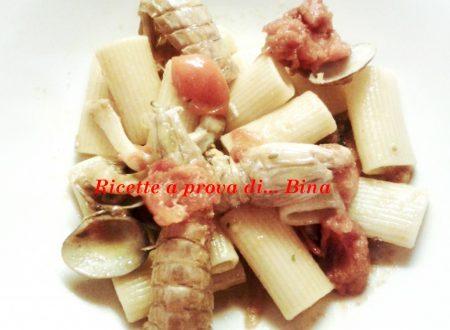 Pasta con cicale, gamberi e frutti di mare