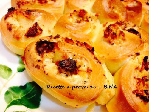 Torta di rose al tonno e pomodori secchi – ricetta semplice