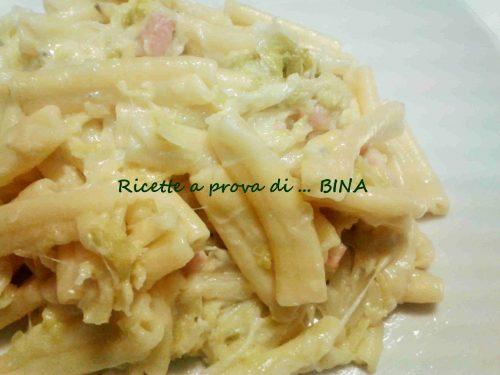 Pasta con verza e formaggi
