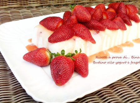 Budino di yogurt e fragole