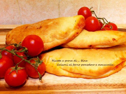 Calzoni al forno pomodoro e mozzarella