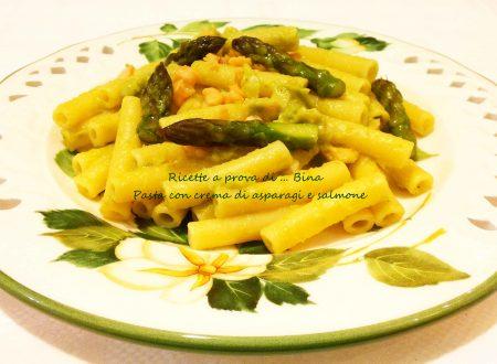 Pasta con crema di asparagi e salmone