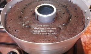 Ciambellone al cioccolato ricetta senza burro e latte