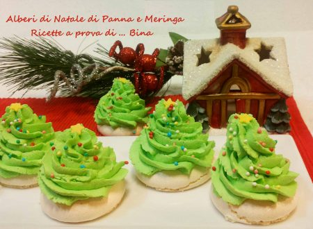 Alberi di Natale di panna e meringa