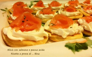 Blinis al salmone e panna acida - ricetta antipasto
