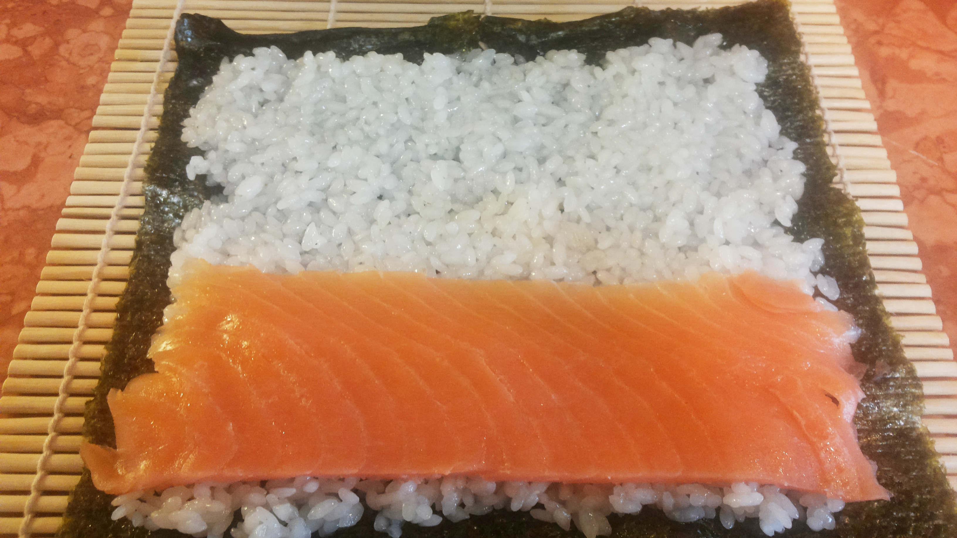 Hosomaki con salmone affumicato ricetta finto sushi for Salmone ricette
