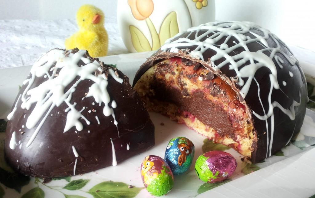 Uovo di Pasqua ripieno di colomba e..
