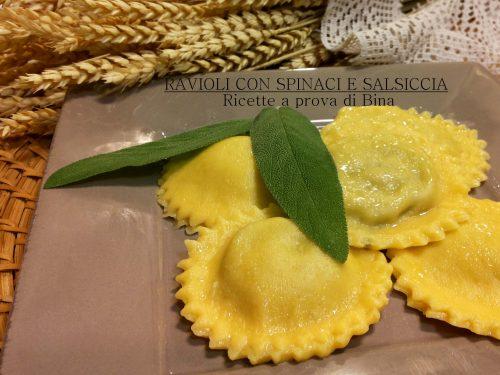 Ravioli con spinaci e salsiccia