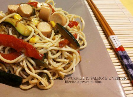 Noodles con verdure e wurstel di salmone