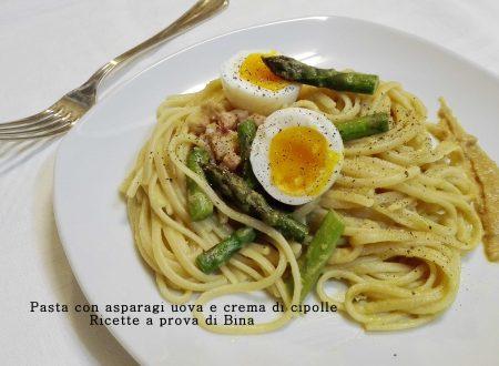 Pasta con asparagi uova e crema di cipolle