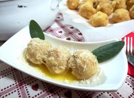 Canederli al formaggio ricetta tirolese Kaseknodel