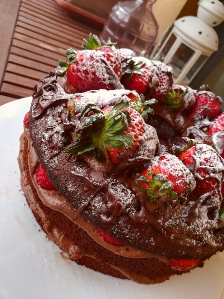 chiffon cake al cioccolato e fragole - ricette a prova di Bina