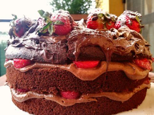 Chiffon cake al cioccolato e fragole