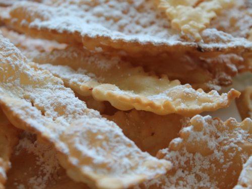 Chiacchiere – Stelle filanti – dolci di carnevale