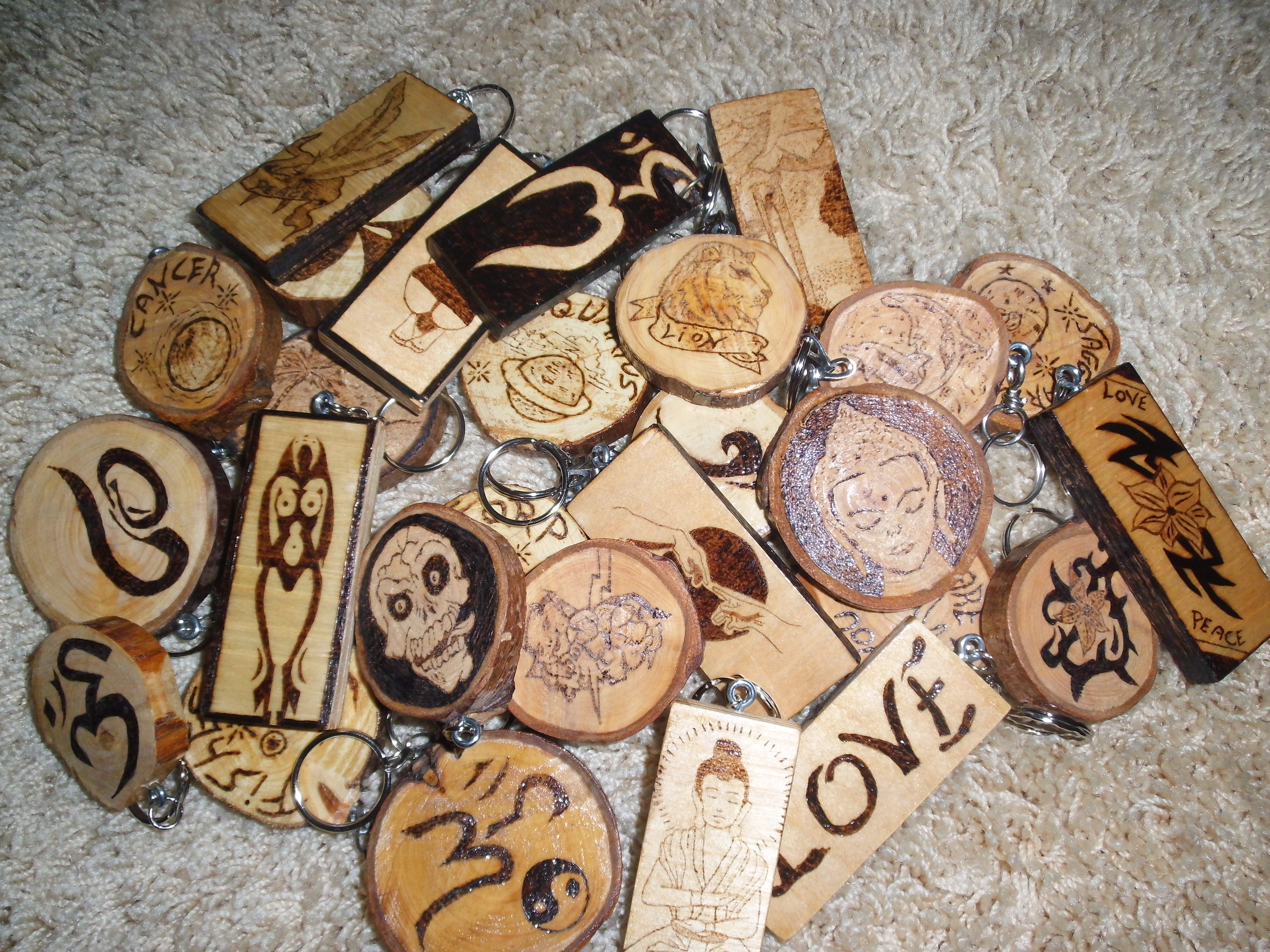 Portachiavi in legno pirografati