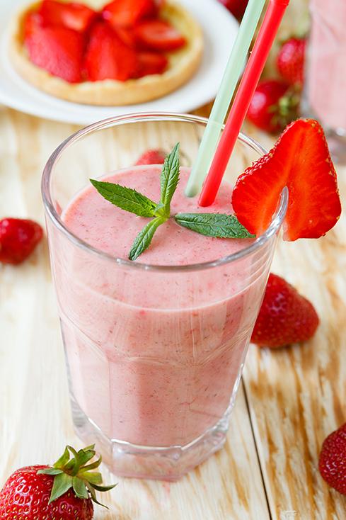 strawberry shake and strawberry dessert