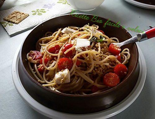 Spaghetti con funghi e ricotta salata