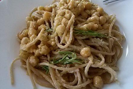 Spaghetti ai ceci e gorgonzola