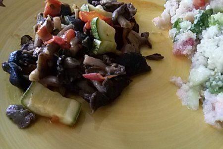 funghi e zucchine in umido