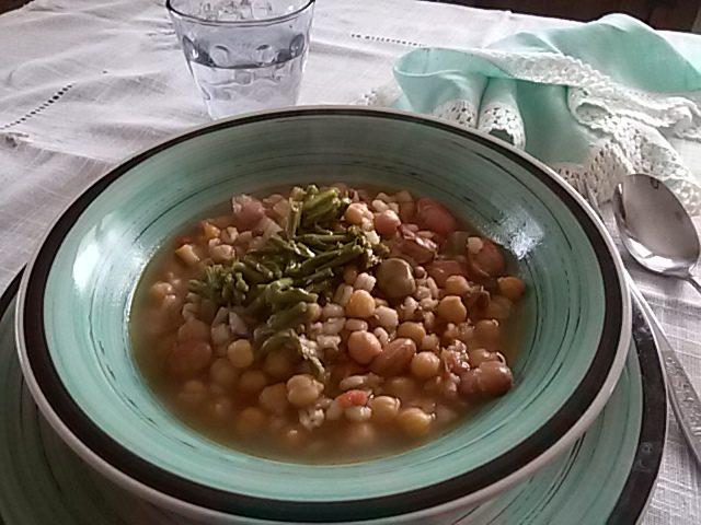 Minestrone ai 4 legumi con asparagi