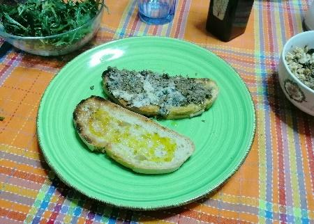 Pane tostato con salsa di funghi