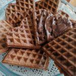 Waffel al cioccolato con nutella