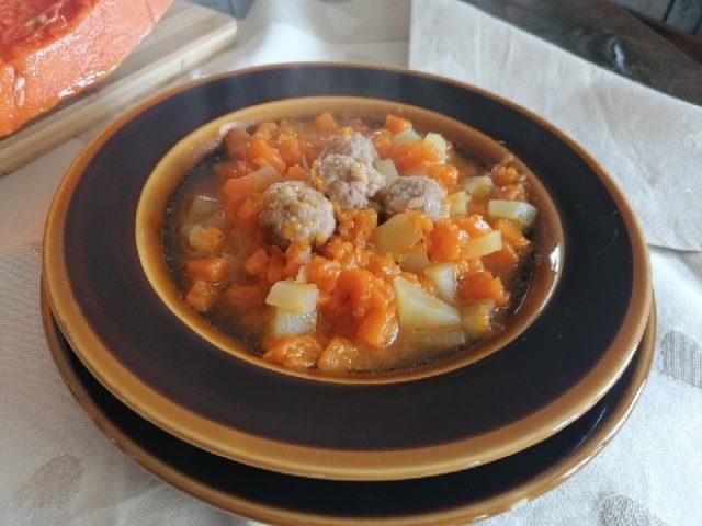 zuppa di zucca tartufata con polpettine di carne