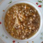Zuppa rustica alla verza con ceci e cicerchie