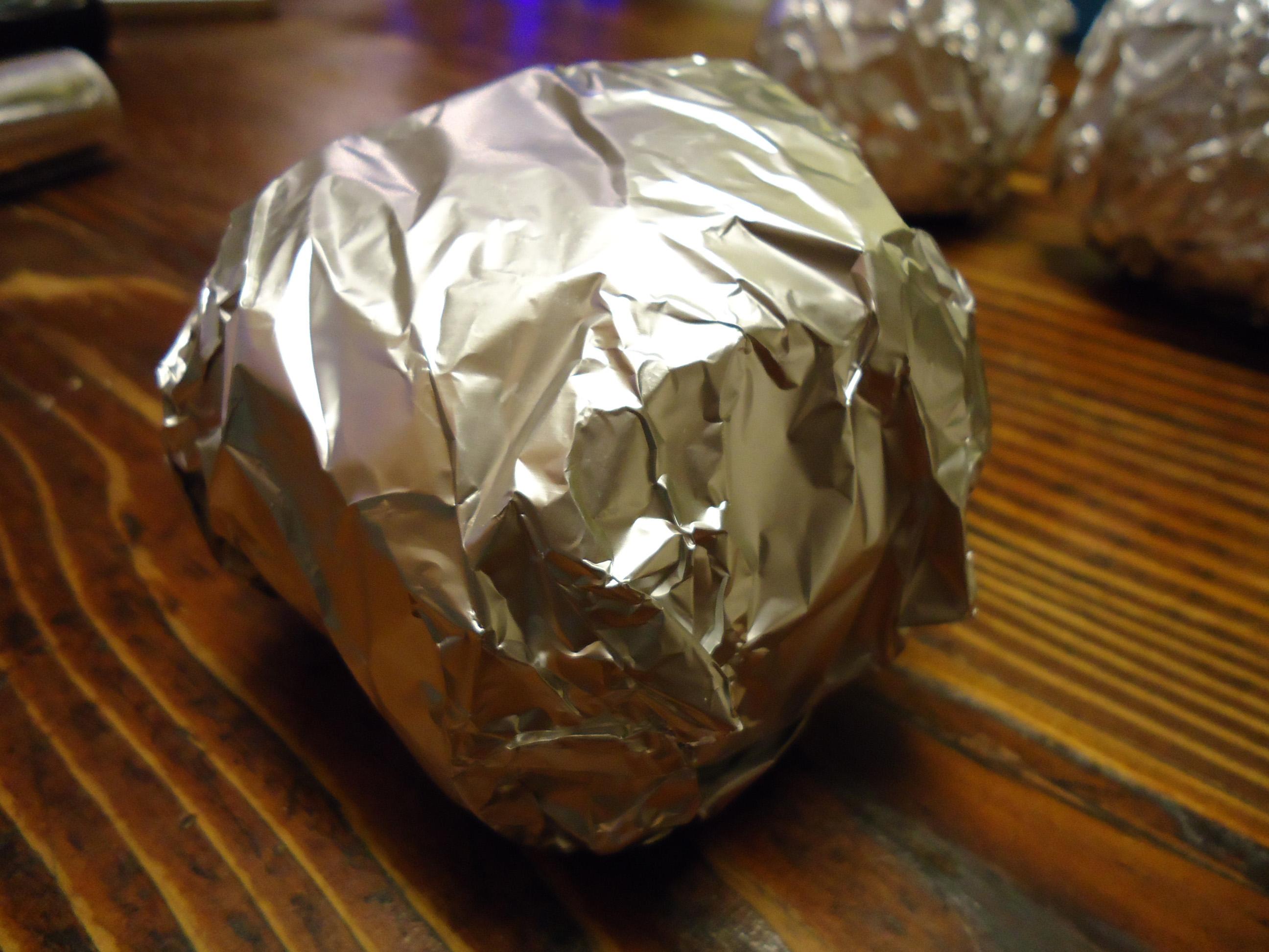 Mele cotogne cotte sotto la cenere - carta alluminio