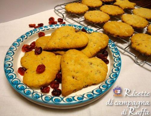 Biscotti con mirtilli, noci e pinoli