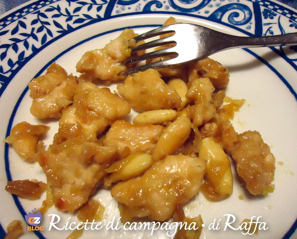 Pollo alle mandorle con zenzero e salsa di soia