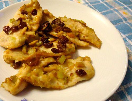 Petto di pollo sedano, uvetta, pinoli con aceto balsamico