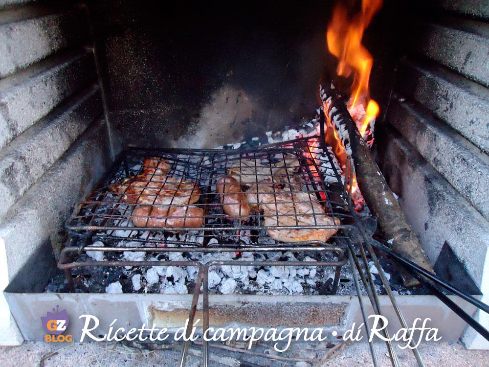Carne alla griglia nel barbecue
