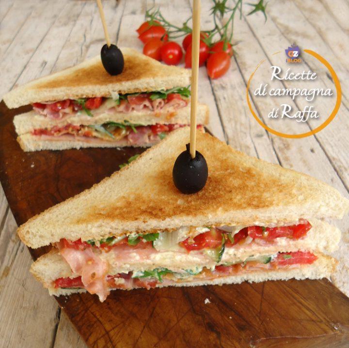 Club sandwich con prosciutto cotto, bacon e scamorza