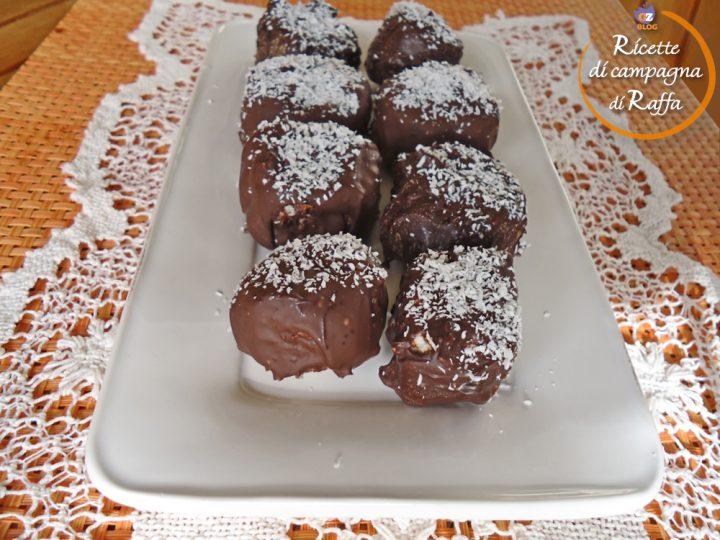 Snack di cocco ricoperti di cioccolato