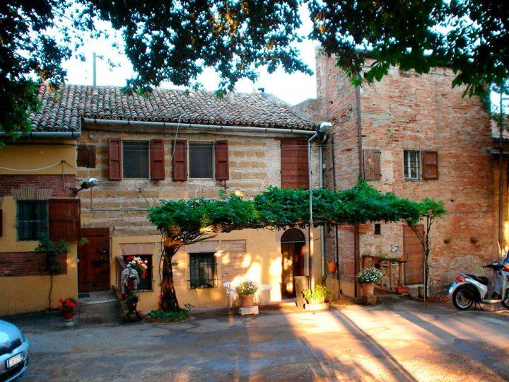 Villa Favorita story ora sede ISTAO ex Villa Ricotti - facciata abitazioni azienda agricola