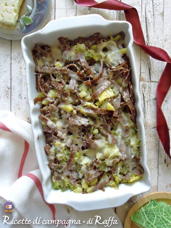 Pizzoccheri con verza e formaggi al forno