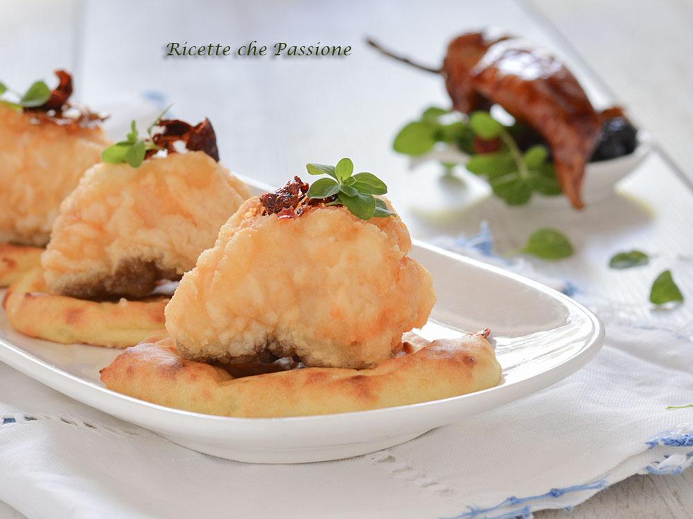 baccalà fritto su barchette di patate
