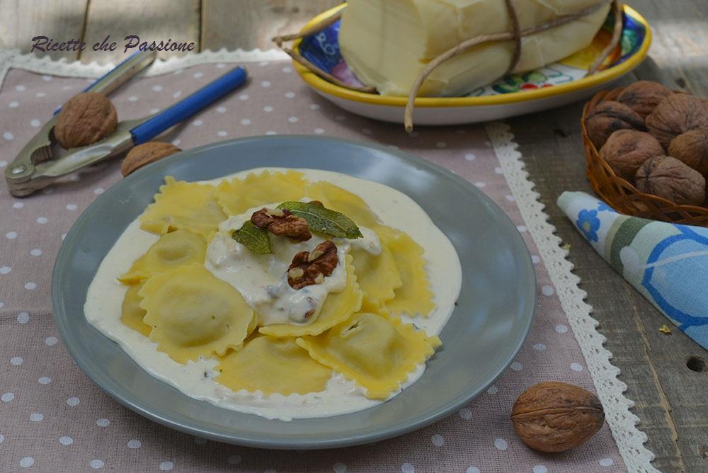 Ravioli ai Funghi con Crema di Formaggio e Noci