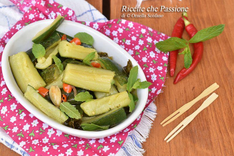 Zucchine all'aceto piccanti con menta