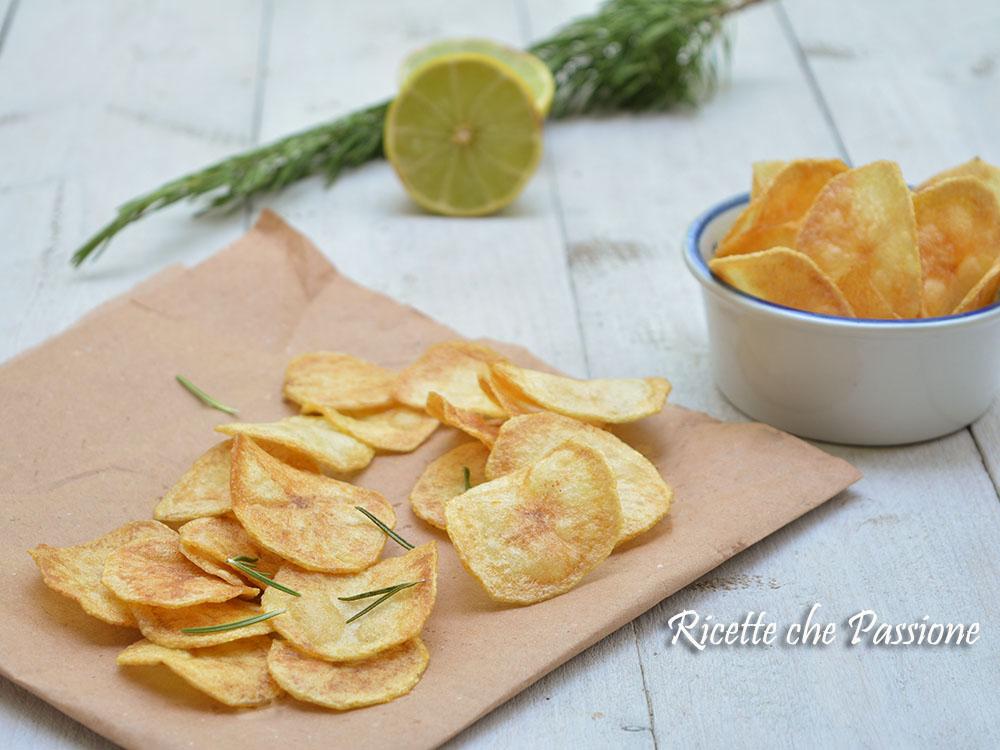 chips di patate croccanti in padella