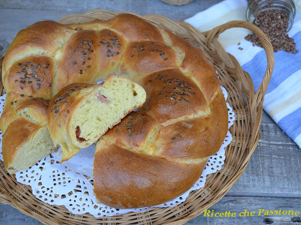 Corona intrecciata di pan brioche farcito
