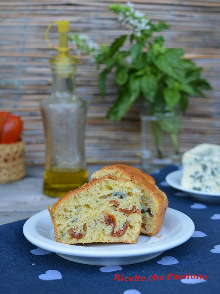 Muffin con gorgonzola e pomodori secchi