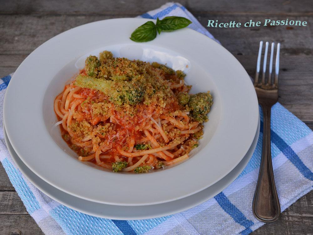 Pasta al Pomodoro con Broccoli