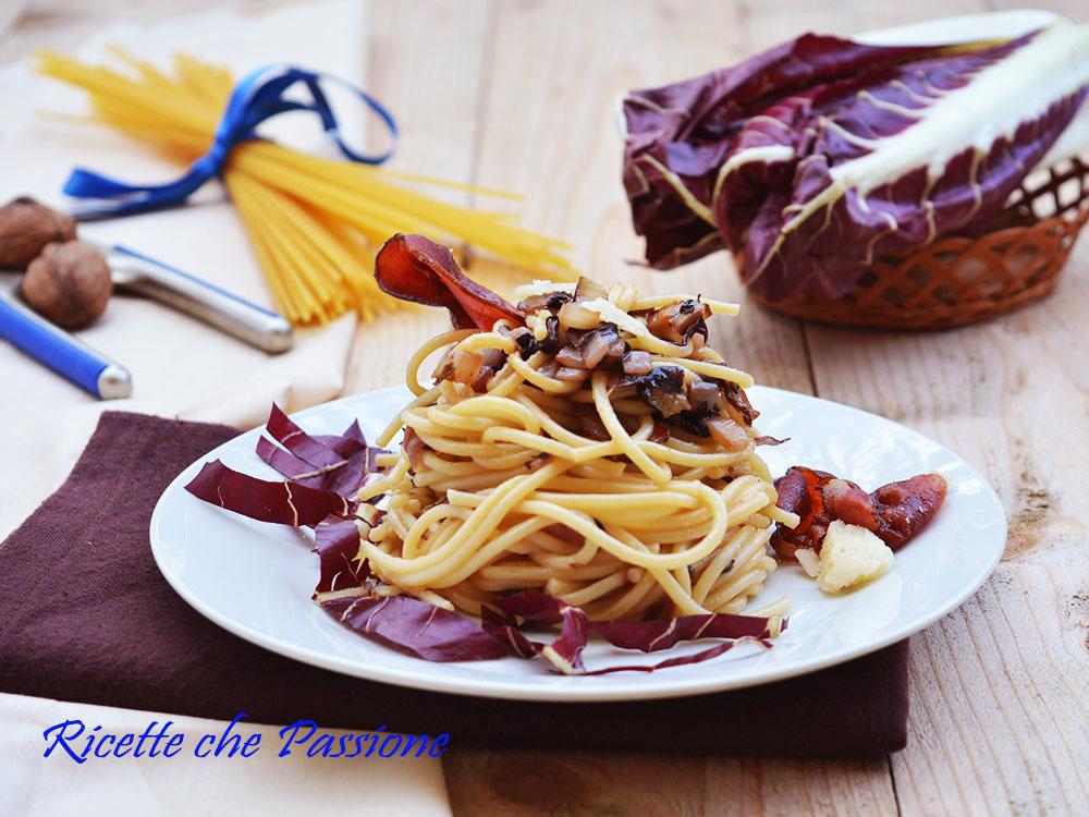 Pasta Radicchio e Speck con grana e noci