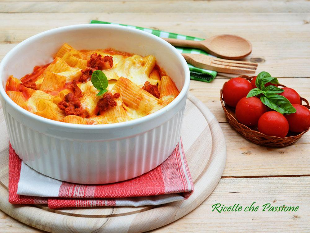 Pasta con Salsiccia e Mozzarella al Forno