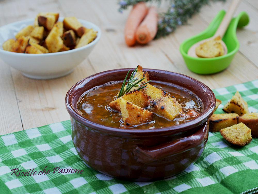 Zuppa di Lenticchie con crostini di pane di zucca