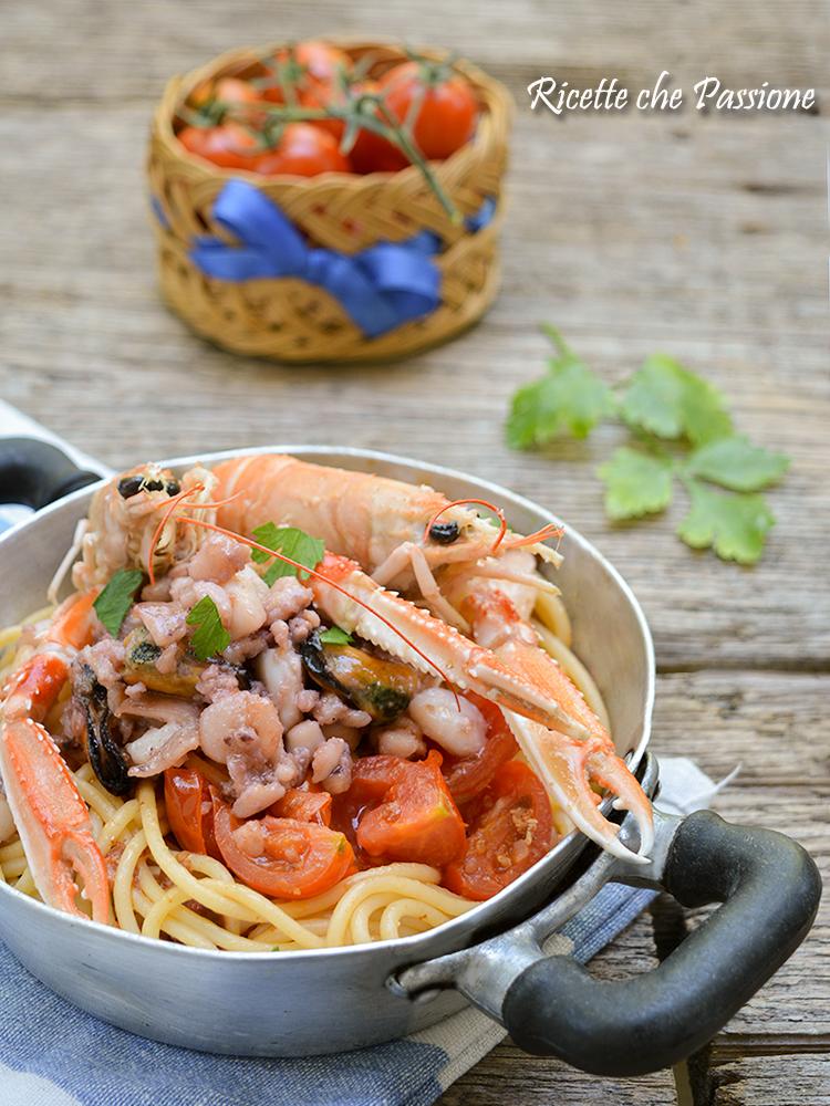 spaghetti ai frutti di mare e scampi
