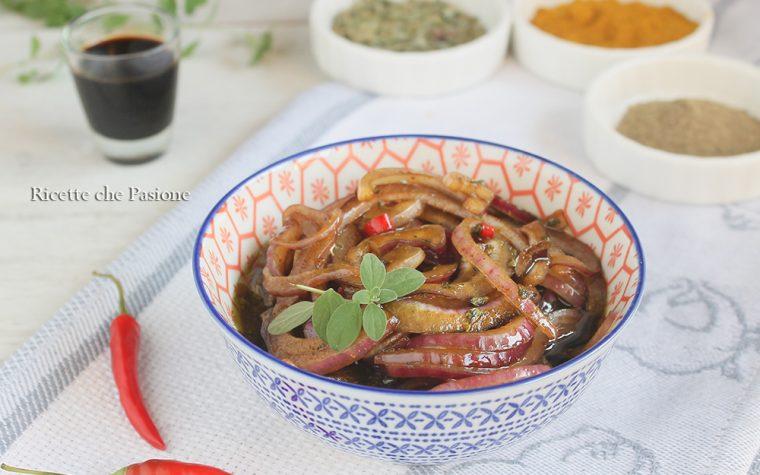 Cipolla marinata alla liquirizia e peperoncino